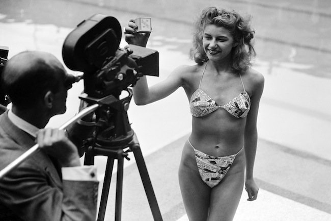 Photo prise le 05 juillet 1946 ‡ la piscine Molitor ‡ Paris d'une candidate ‡ l'Èlection de la plus jolie baigneuse portant un bikini crÈÈ par Louis RÈard. Soixante ans et toujours fringant : le bikini, nÈ en 1946, a perdu au fil des ans son parfum de scandale mais gardÈ tout son pouvoir de sÈduction, au point d'Ítre devenu un ÈlÈment incontournable du vestiaire fÈminin.<br/>Picture taken 05 July 1946 at the Molitor pool in Paris of a candidate for a beauty contest wearing a bikini by Louis RÈard. Sixty years ago the bikini exploded onto the world, and a trip to the beach has never been the same since. Once banned in several countries as indecent, today few women's wardrobes are complete without it. <br />AFP