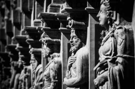 Un groupe gravé dans le marbre