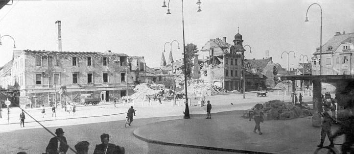 Glavni_trg_v_Mariboru_ob_osvoboditvi_1945