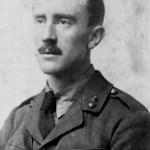 Ο Τόλκιν, σε ηλικία 24 ετών, με στολή αξιωματικού, υπηρετώντας τον Βρετανικό Στρατό, το 1916, στον Α΄.Π.Π.. (Public Domain)