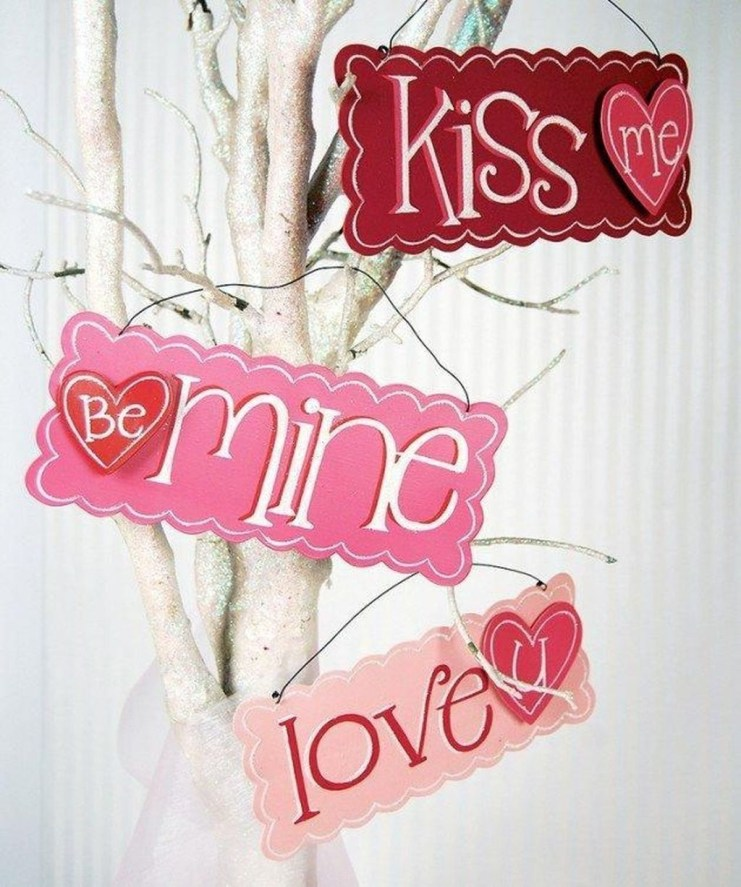 Beautiful Valentine Wall Decor And Color Ideas 06
