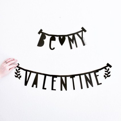 Beautiful Valentine Wall Decor And Color Ideas 40