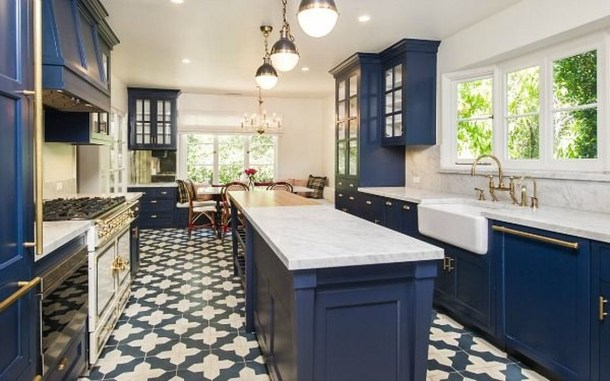 Inspiring Blue And White Kitchen Color Ideas 25