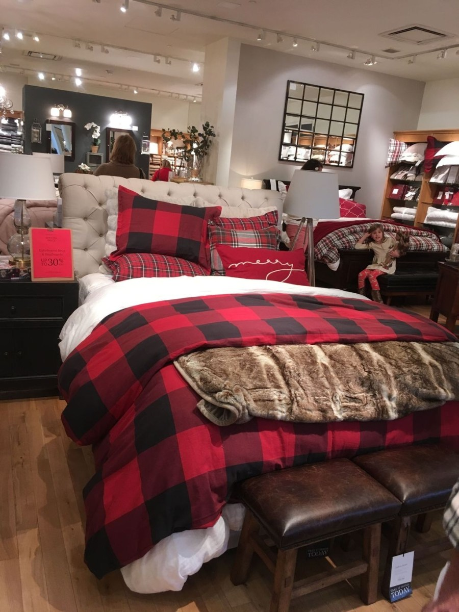 Lovely Winter Master Bedroom Decorations 05