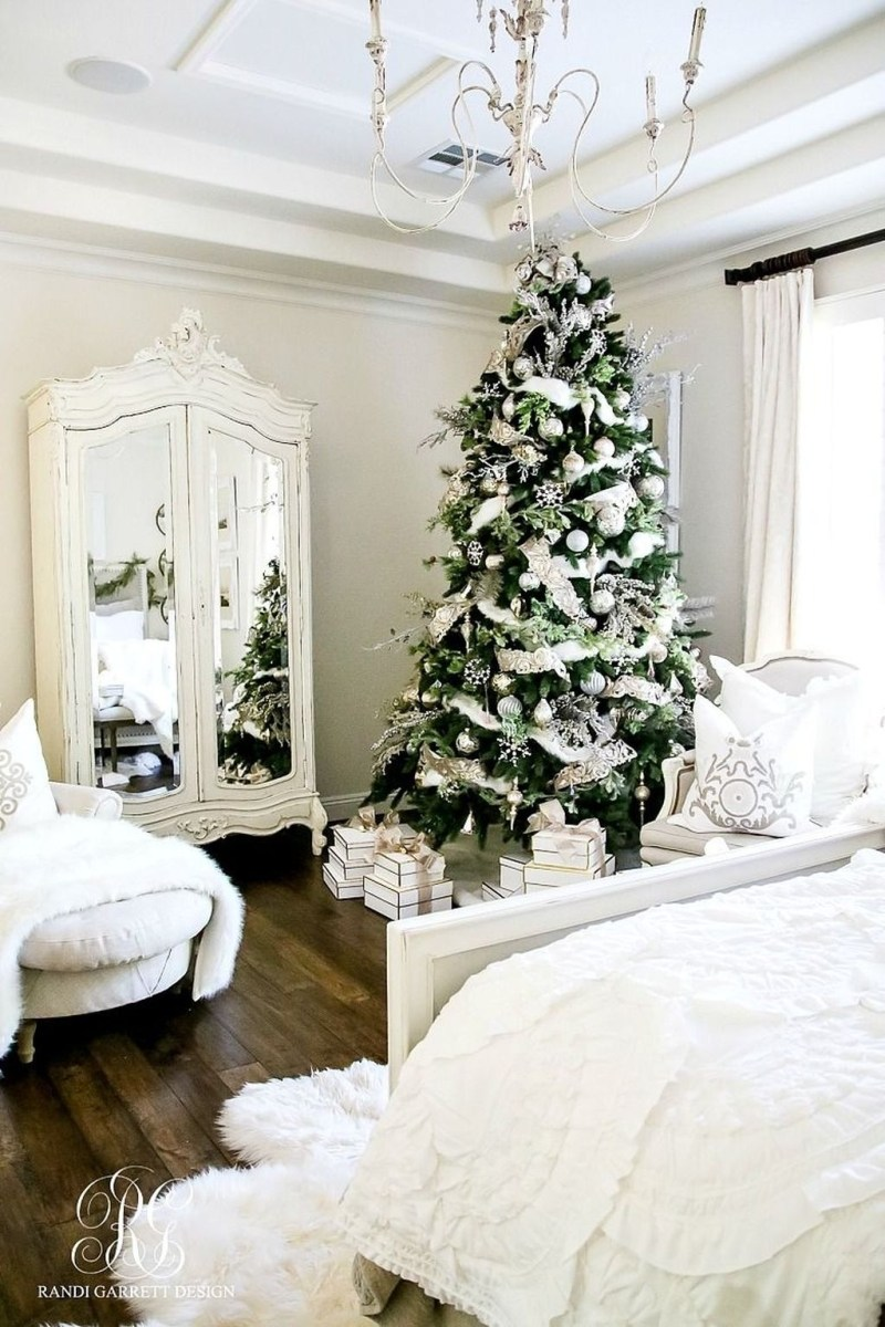 Lovely Winter Master Bedroom Decorations 06