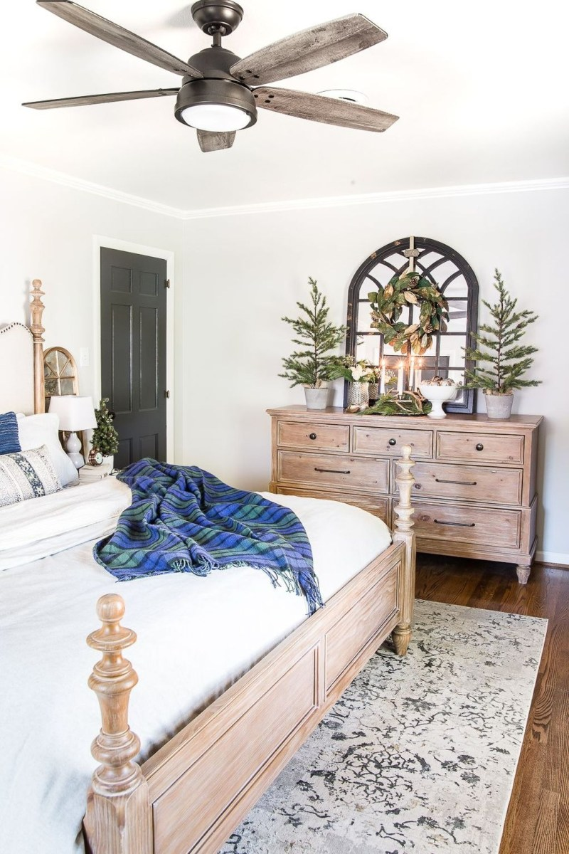 Lovely Winter Master Bedroom Decorations 07