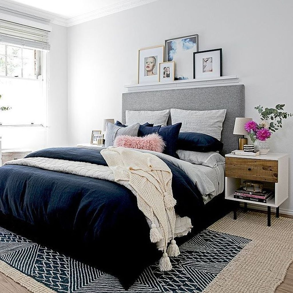 Lovely Winter Master Bedroom Decorations 36