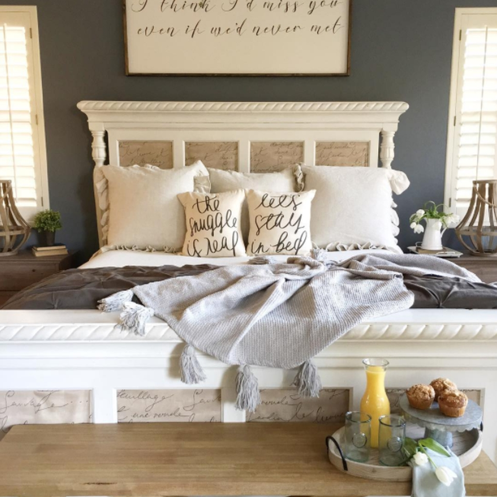 Lovely Winter Master Bedroom Decorations 40