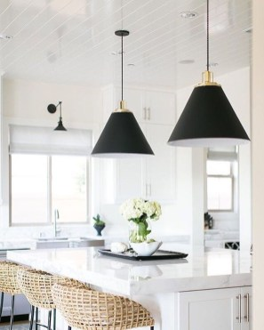 Stunning White Kitchen Design Ideas 19