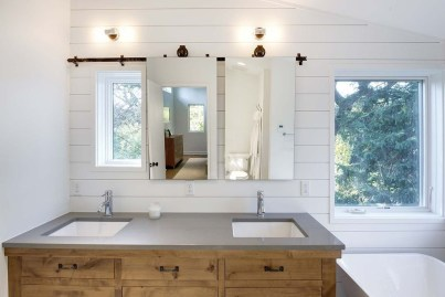 Affordable Farmhouse Bathroom Design Ideas 11