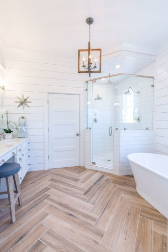 Affordable Farmhouse Bathroom Design Ideas 25