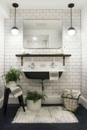 Affordable Farmhouse Bathroom Design Ideas 40