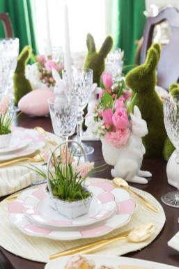 Amazing Bright And Colorful Easter Table Decoration Ideas 34
