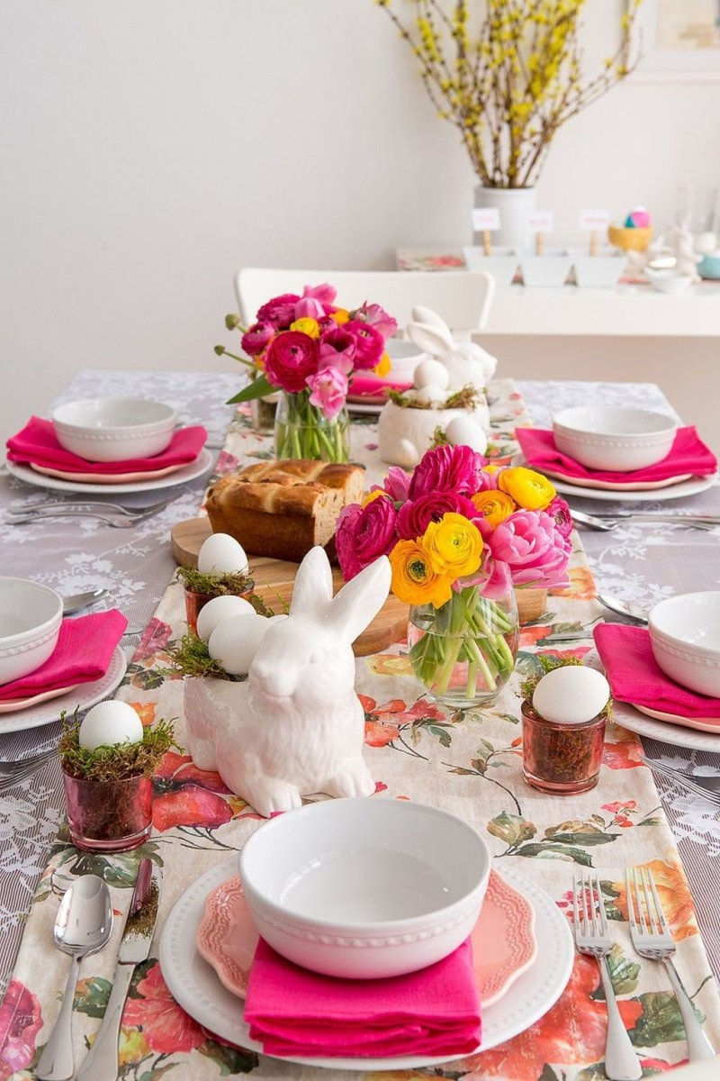 Amazing Bright And Colorful Easter Table Decoration Ideas 40