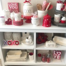 Stylish Valentines Day Home Decor Ideas 35