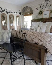 Elegant Farmhouse Bedroom Decor Ideas 16