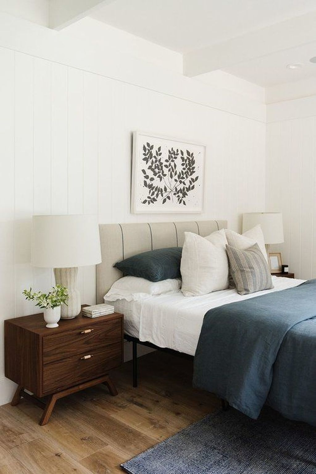 Gorgeous Modern Bedroom Decor Ideas 27   HOMYHOMEE
