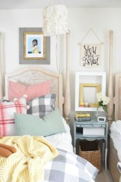Perfect Spring Bedroom Decorating Ideas 23