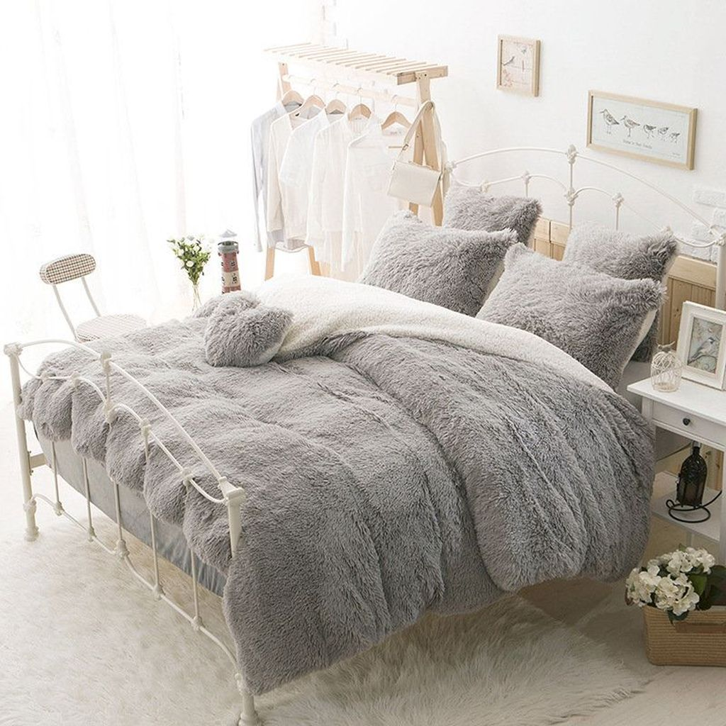 Amazing Winter Bedding Ideas To Get A Cozy Bedroom 05
