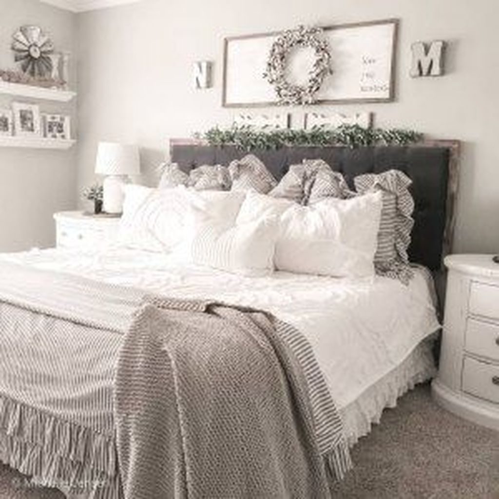 Amazing Winter Bedding Ideas To Get A Cozy Bedroom 09