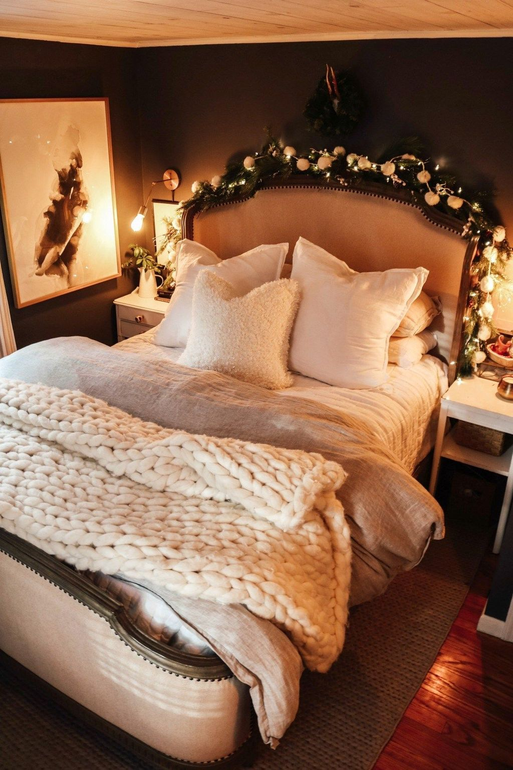 Amazing Winter Bedding Ideas To Get A Cozy Bedroom 10