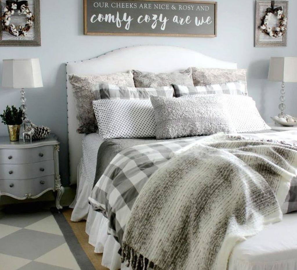 Amazing Winter Bedding Ideas To Get A Cozy Bedroom 25