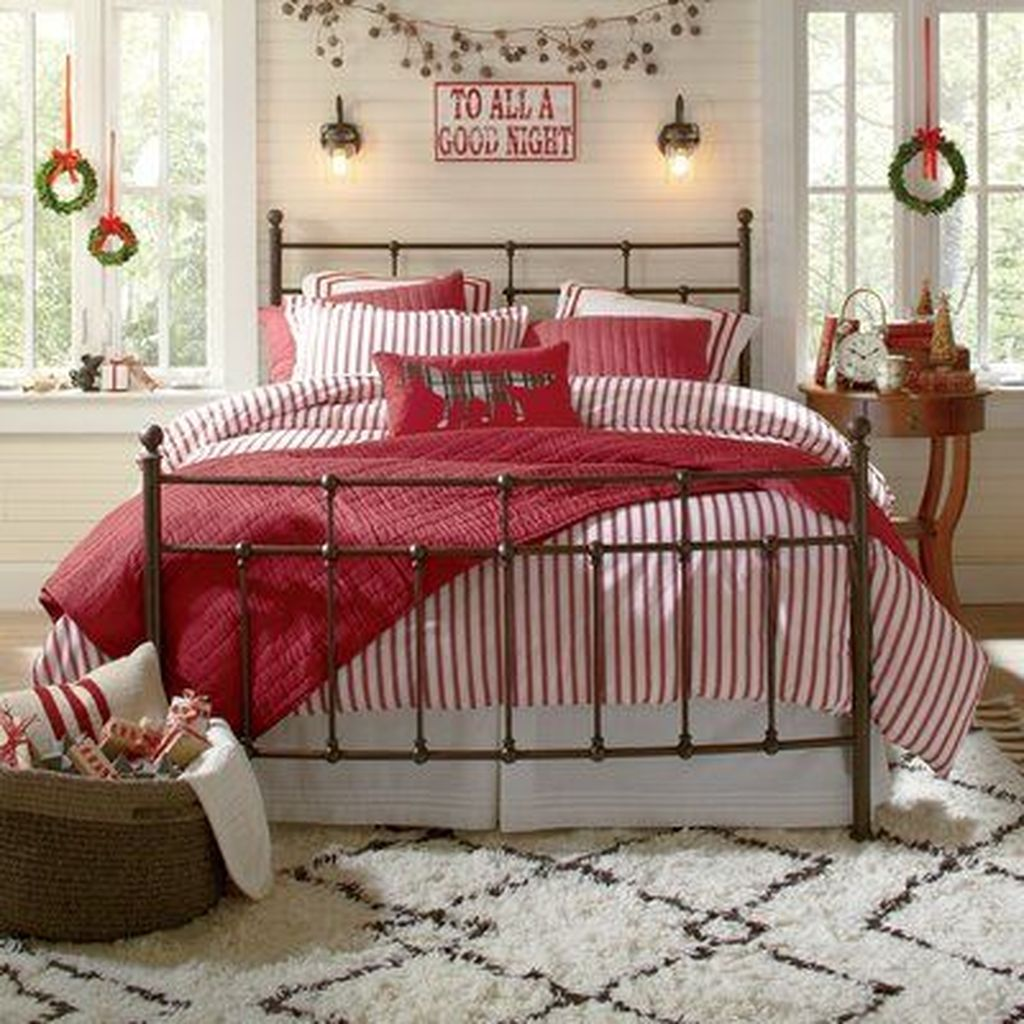 Amazing Winter Bedding Ideas To Get A Cozy Bedroom 35