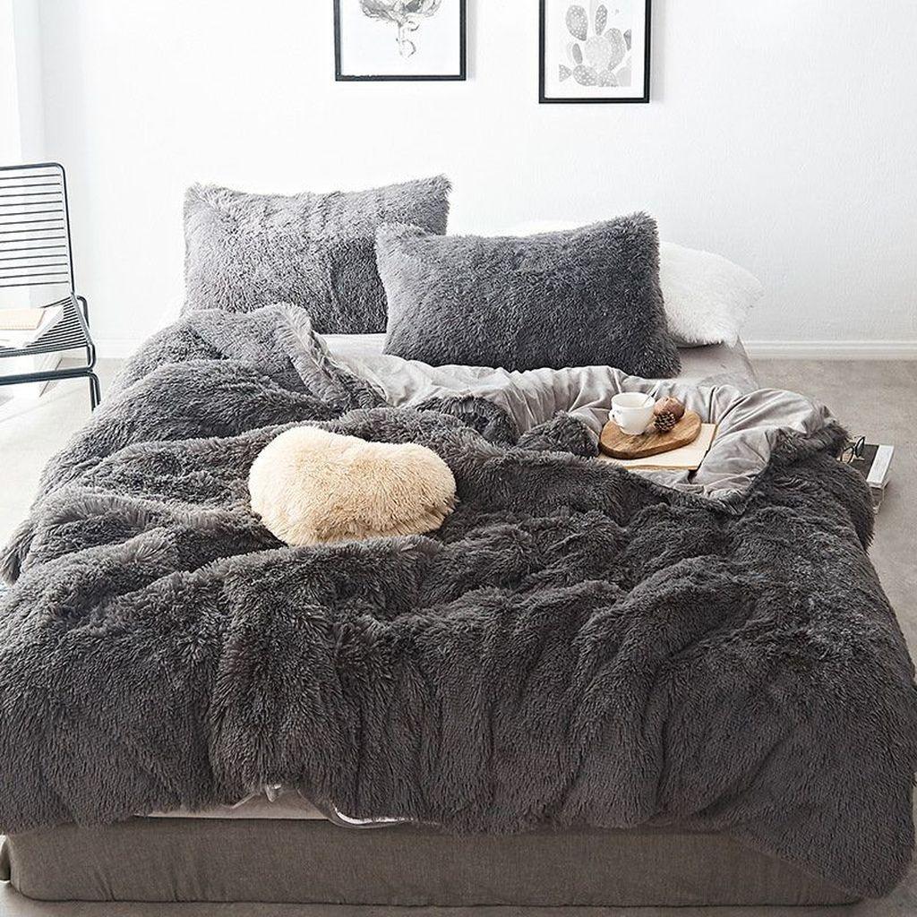Amazing Winter Bedding Ideas To Get A Cozy Bedroom 46