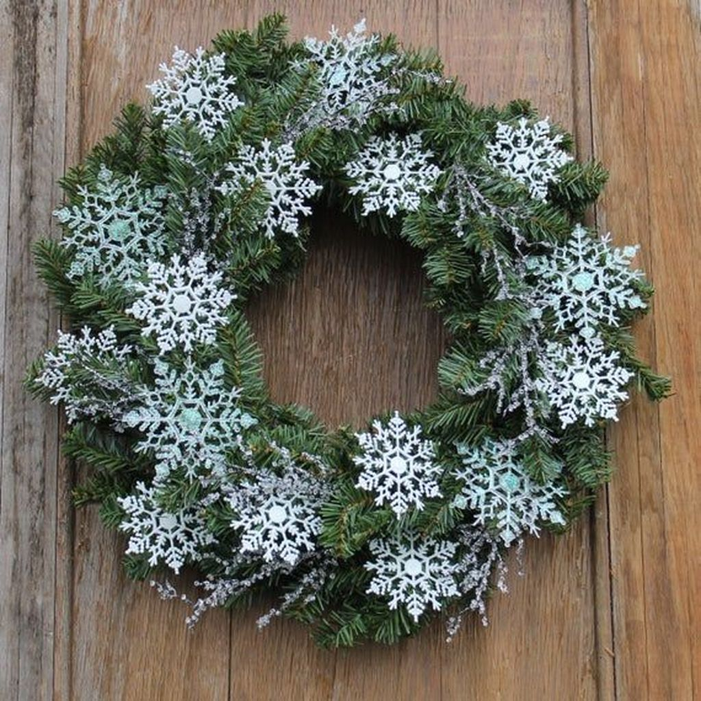 Awesome Winter Door Wreaths You Can Try This Season 01