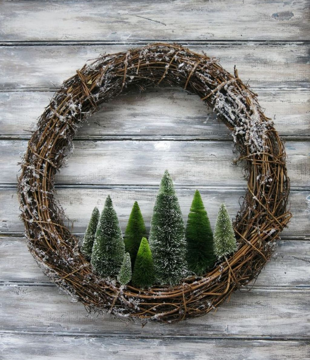 Awesome Winter Door Wreaths You Can Try This Season 03