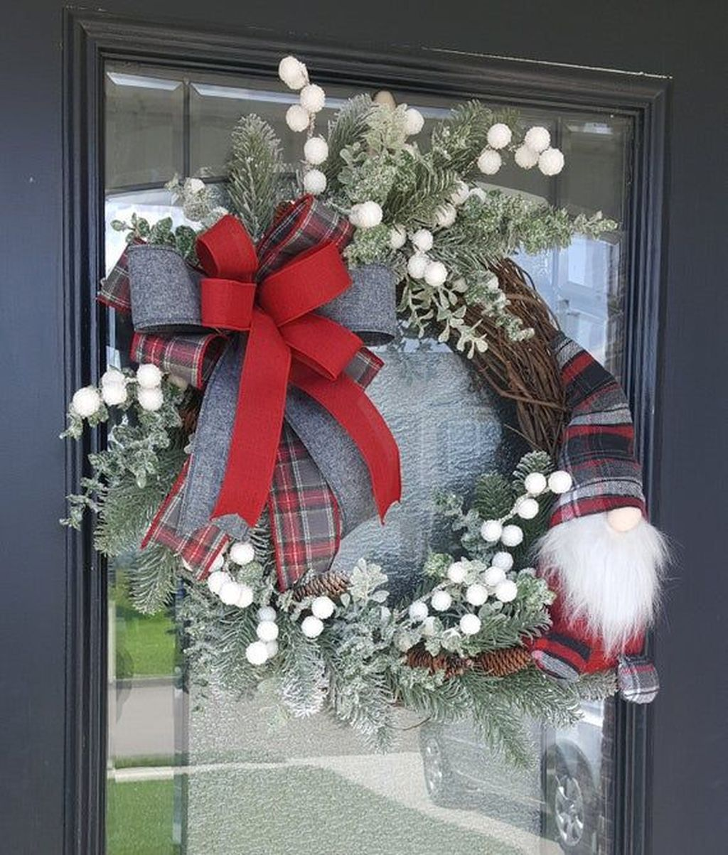 Awesome Winter Door Wreaths You Can Try This Season 13