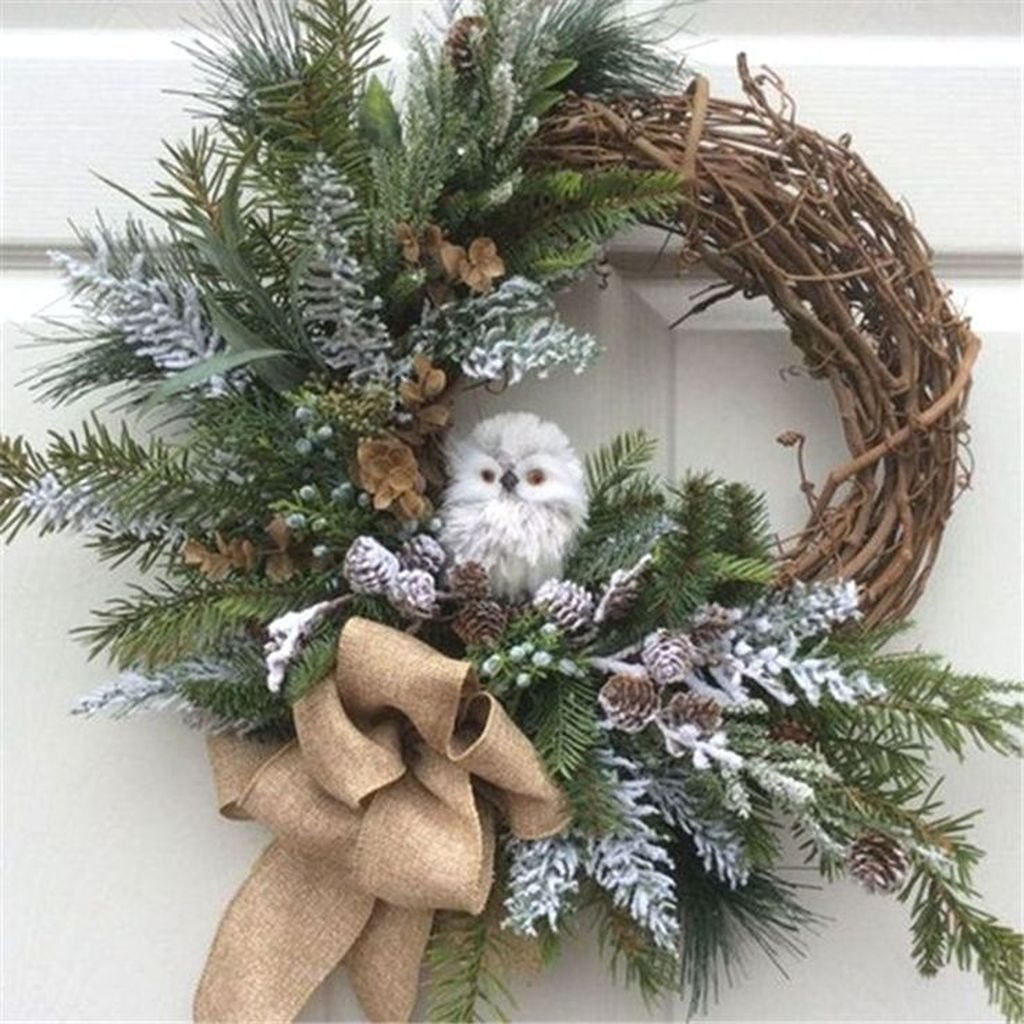 Awesome Winter Door Wreaths You Can Try This Season 17