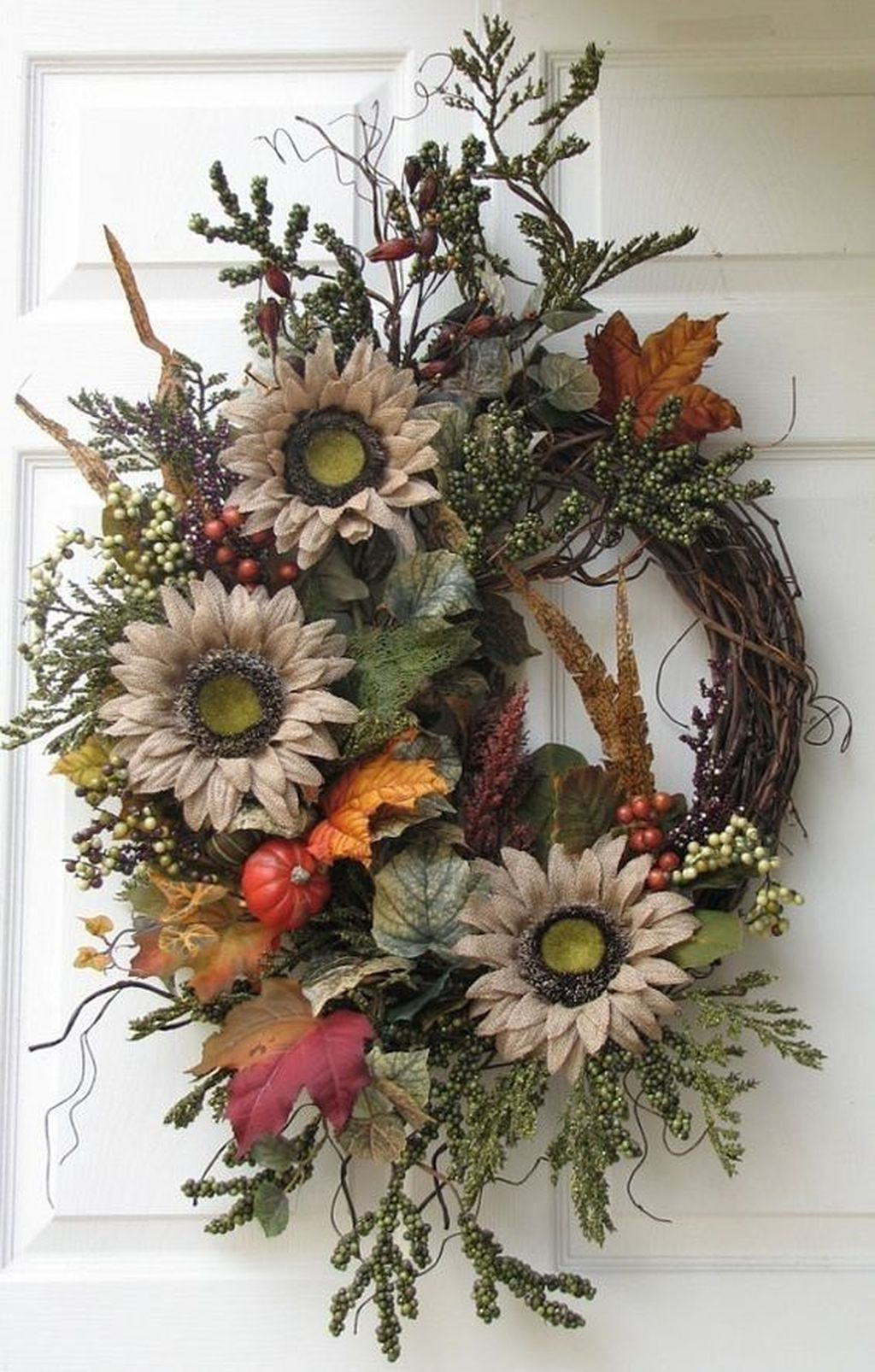 Awesome Winter Door Wreaths You Can Try This Season 27