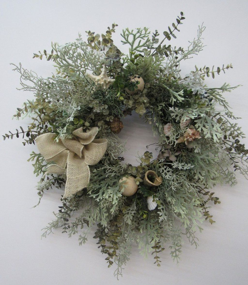 Awesome Winter Door Wreaths You Can Try This Season 35