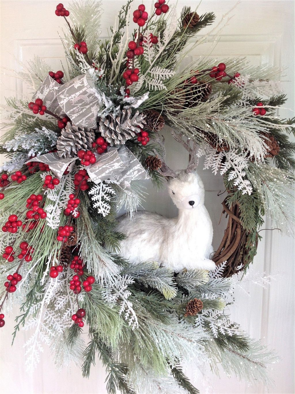Awesome Winter Door Wreaths You Can Try This Season 36