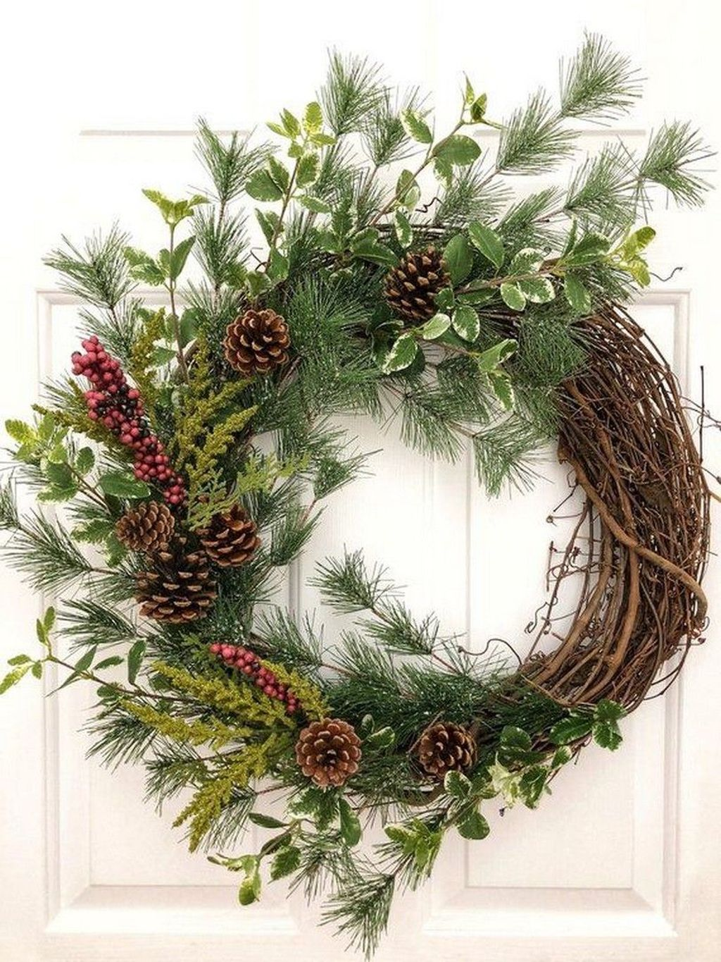 Awesome Winter Door Wreaths You Can Try This Season 37