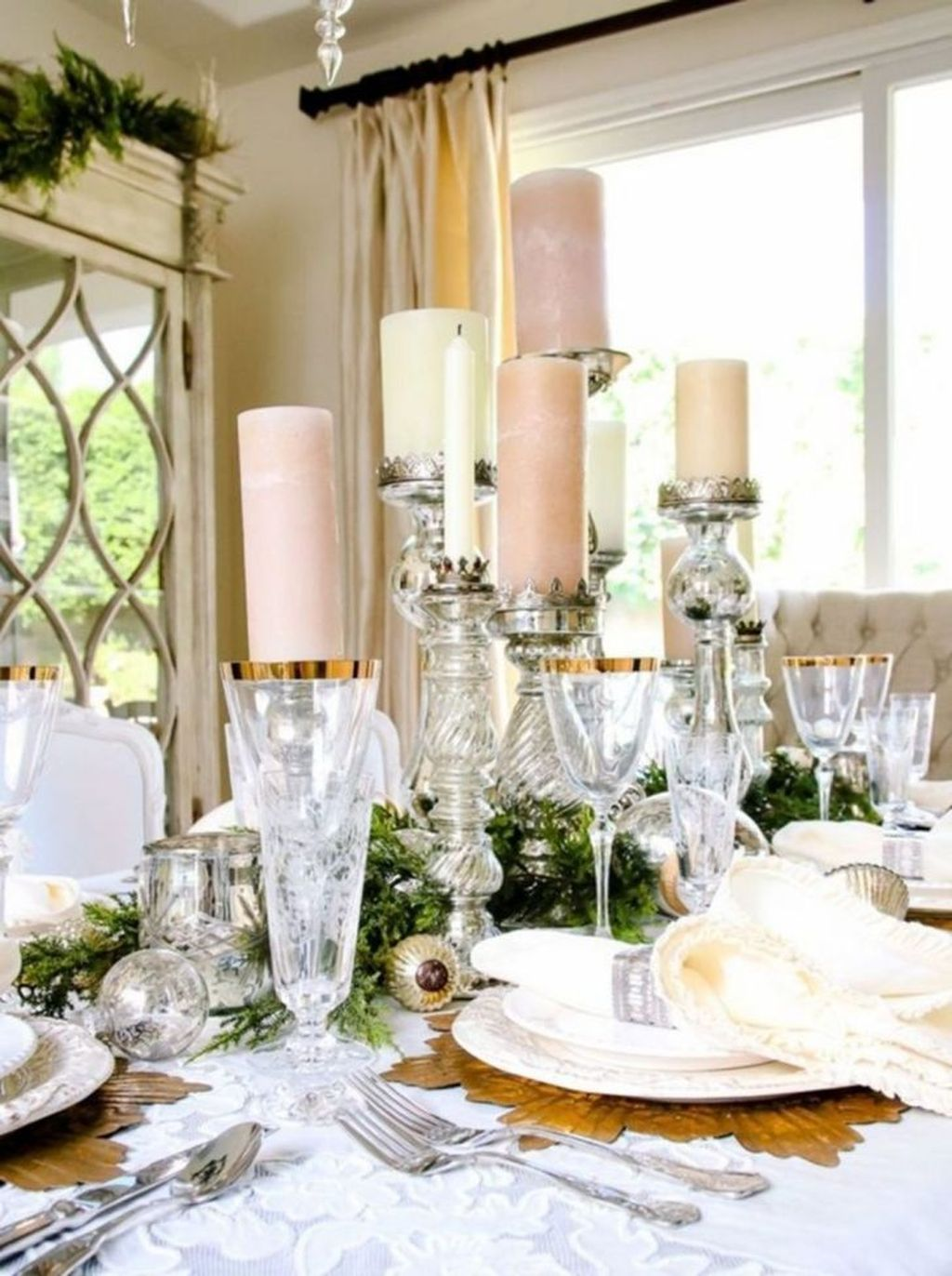Beautiful Winter Dining Room Table Decor Ideas Which You Definitely Like 02