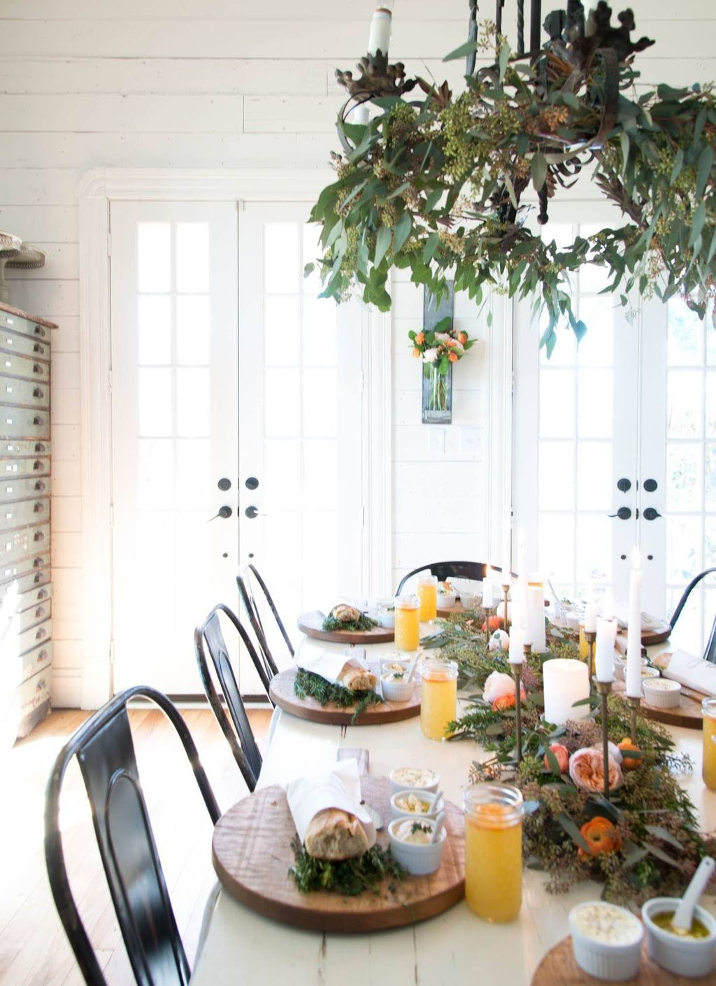 Beautiful Winter Dining Room Table Decor Ideas Which You Definitely Like 13