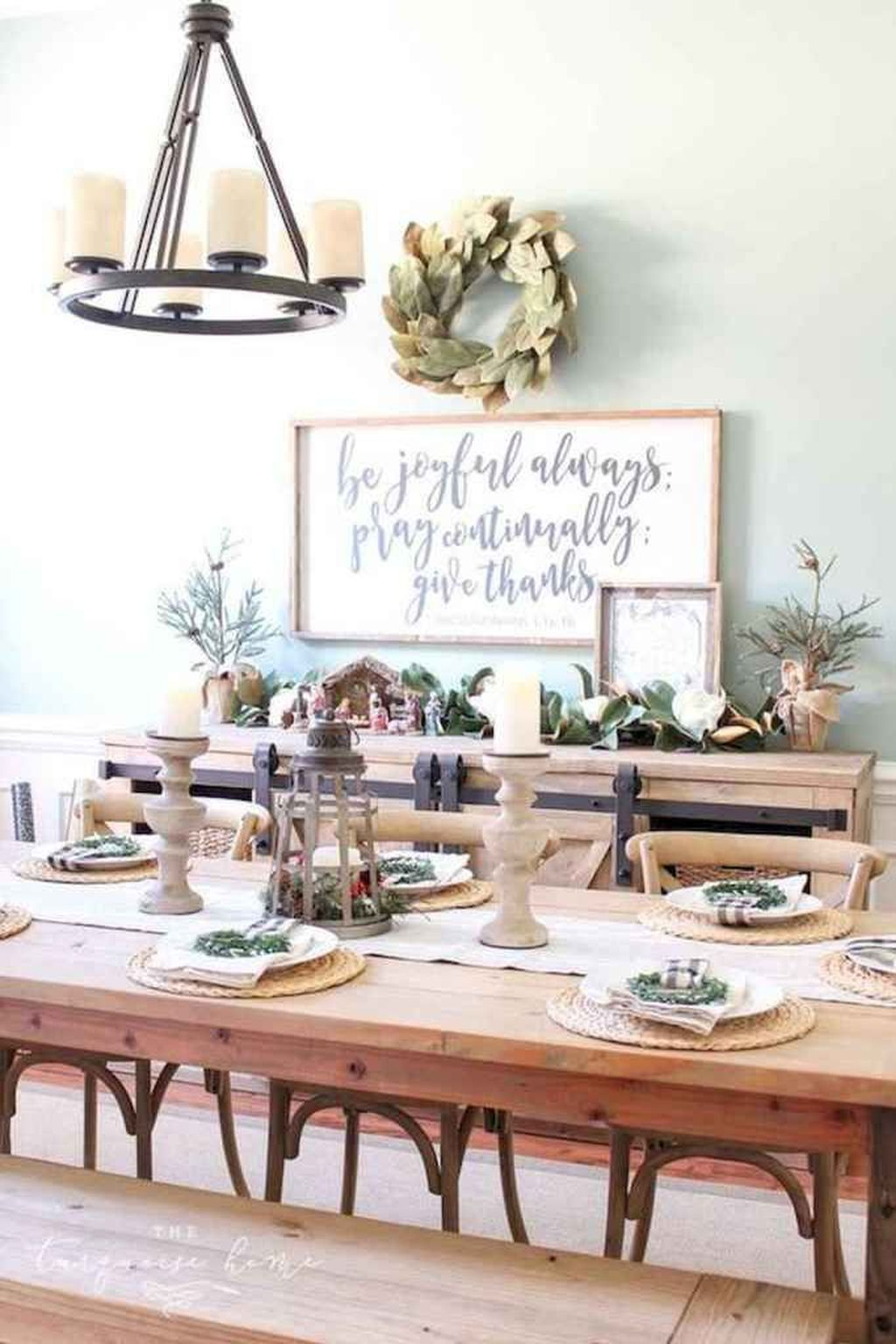 Beautiful Winter Dining Room Table Decor Ideas Which You Definitely Like 23