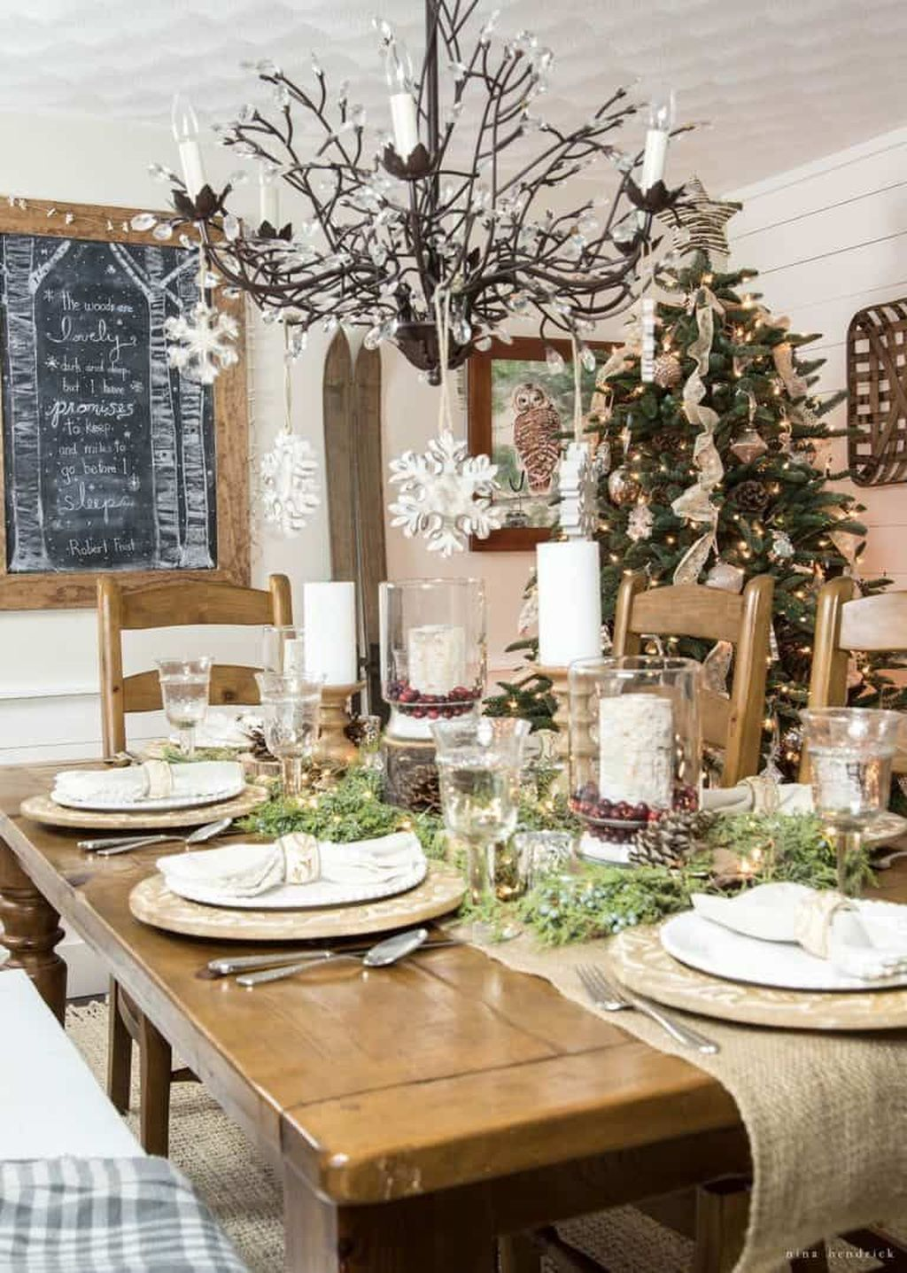 Beautiful Winter Dining Room Table Decor Ideas Which You Definitely Like 28