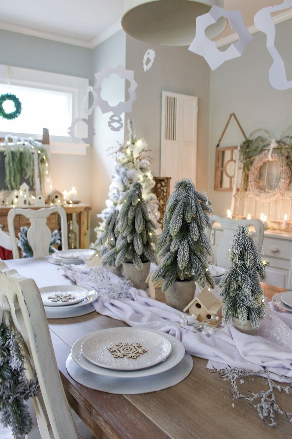 Beautiful Winter Dining Room Table Decor Ideas Which You Definitely Like 42