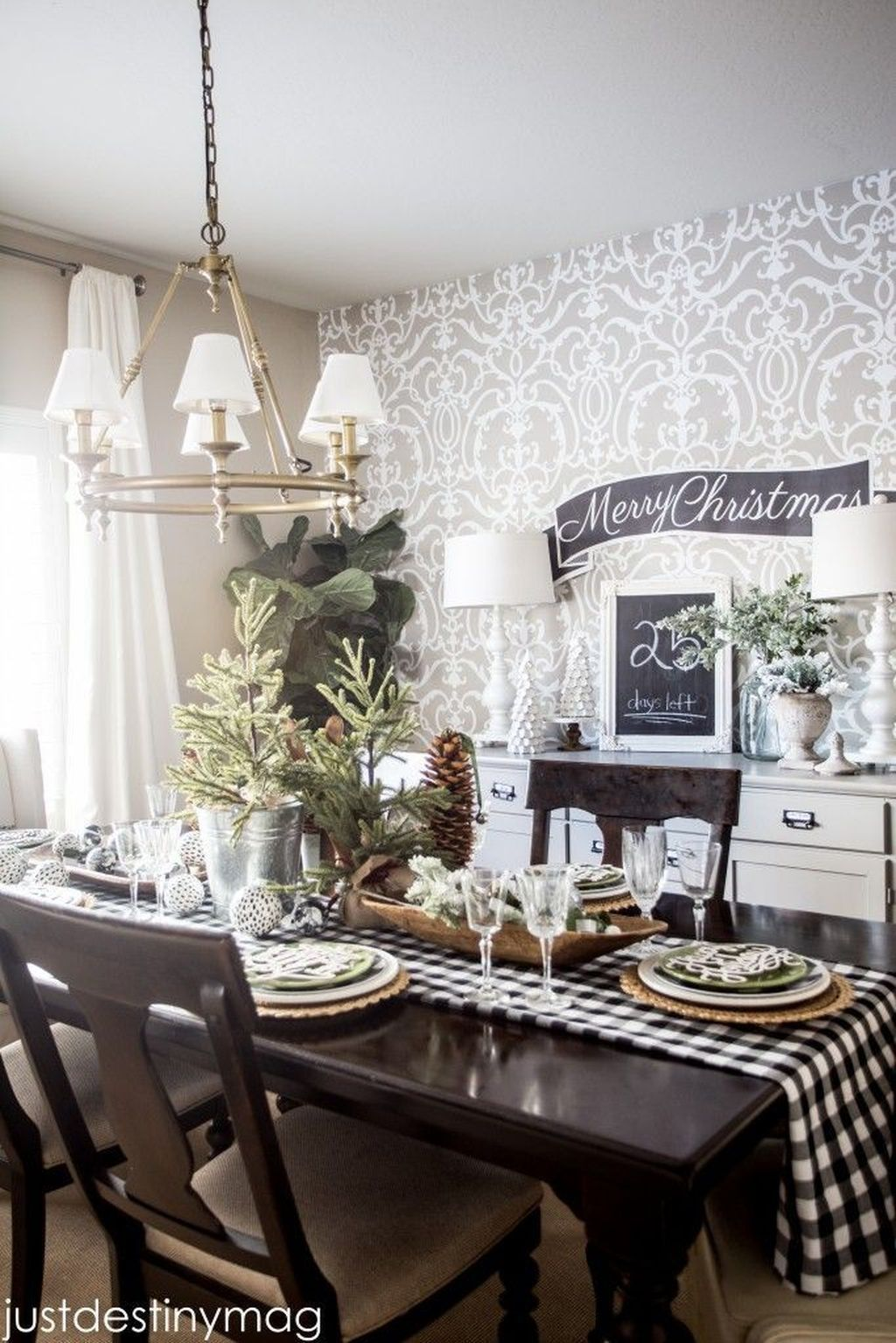 Beautiful Winter Dining Room Table Decor Ideas Which You Definitely Like 47