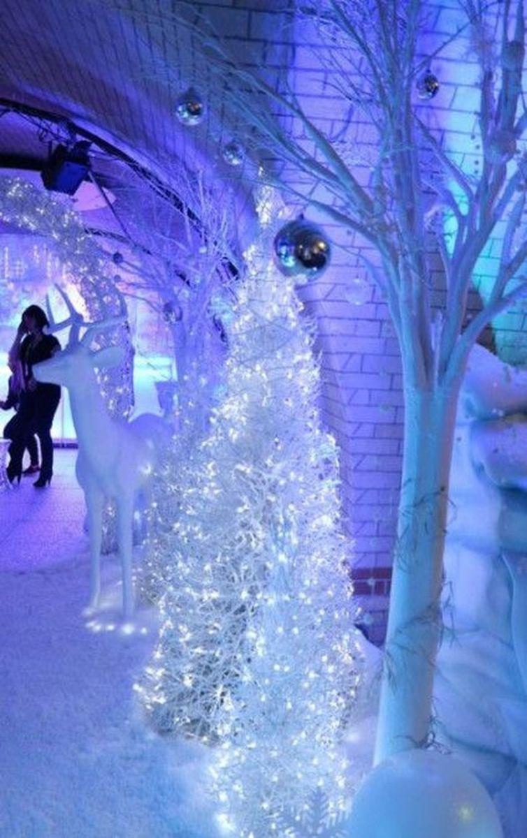 Beautiful Winter Wonderland Lighting Ideas For Outdoor And Indoor Decor 08