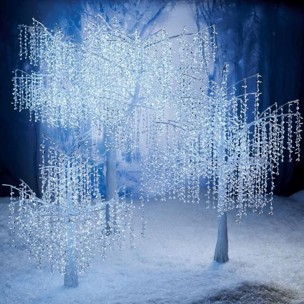 Beautiful Winter Wonderland Lighting Ideas For Outdoor And Indoor Decor 11
