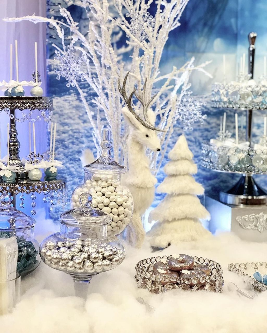 Beautiful Winter Wonderland Lighting Ideas For Outdoor And Indoor Decor 18