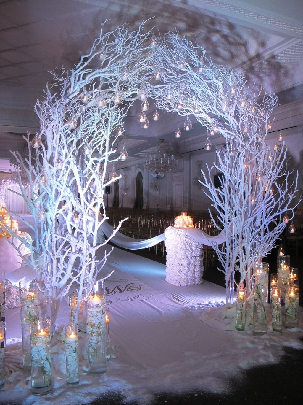 Beautiful Winter Wonderland Lighting Ideas For Outdoor And Indoor Decor 28