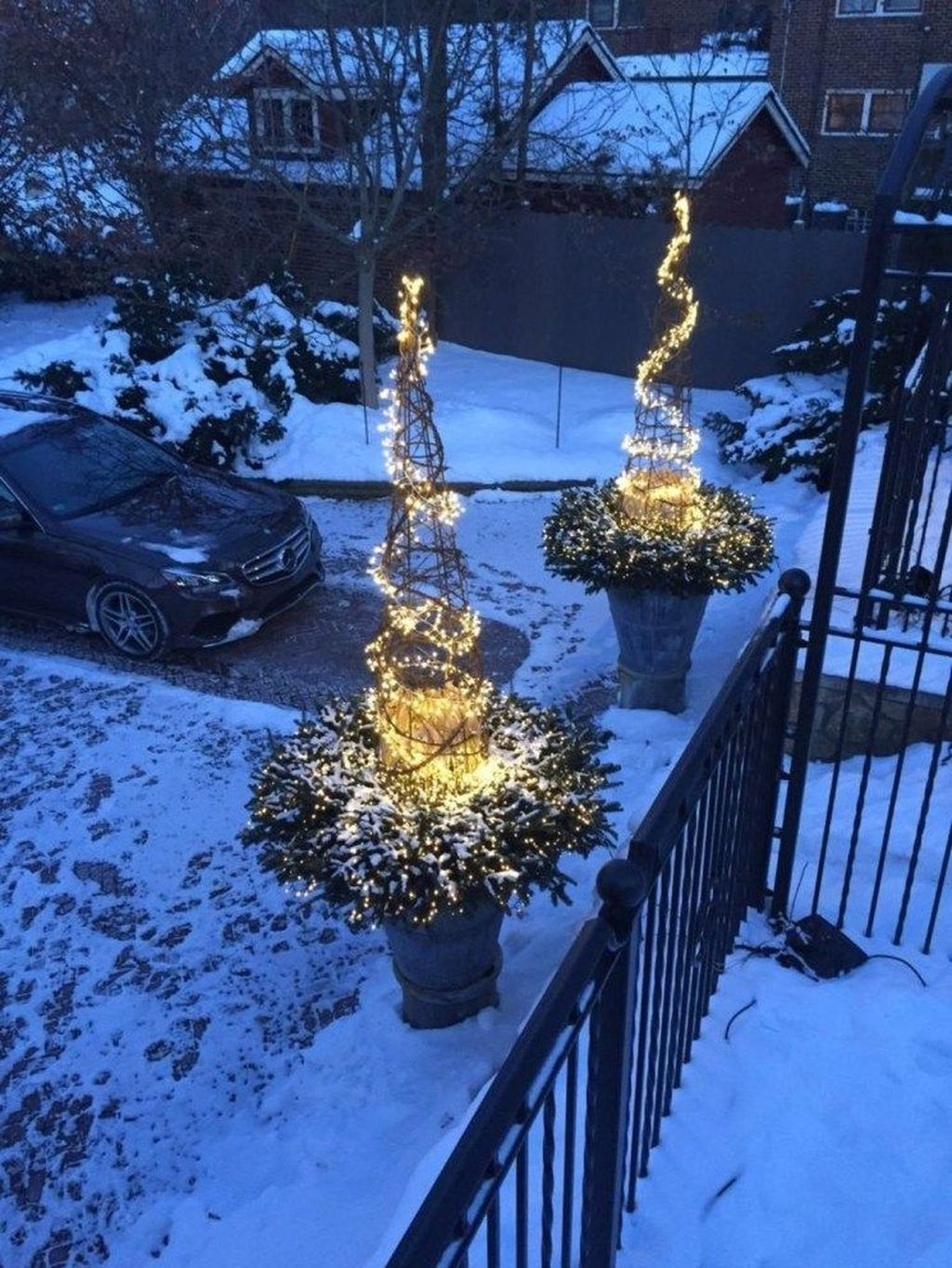 Popular Outdoor Decor Ideas For This Winter 05