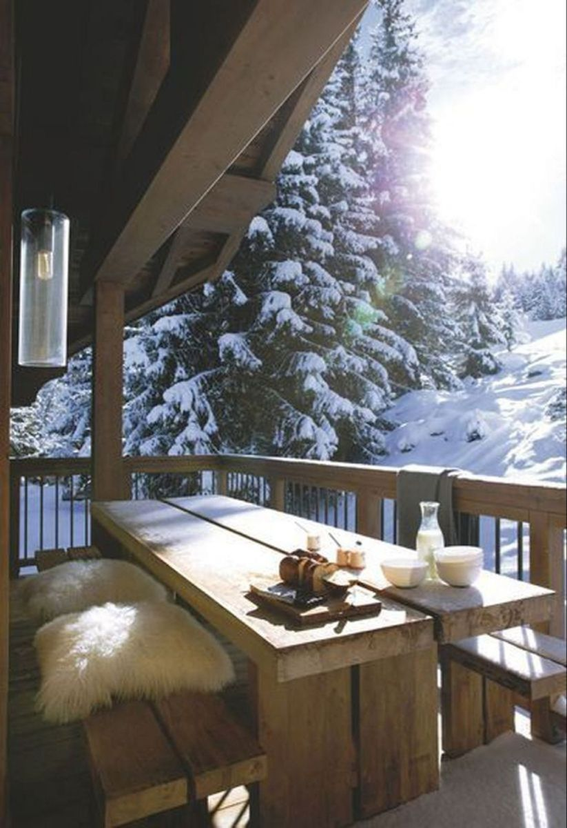 Stunning Winter Balcony Decorating Ideas 07