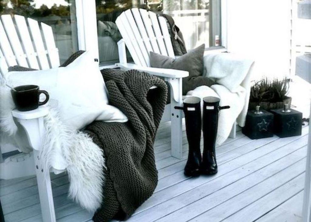 Stunning Winter Balcony Decorating Ideas 14