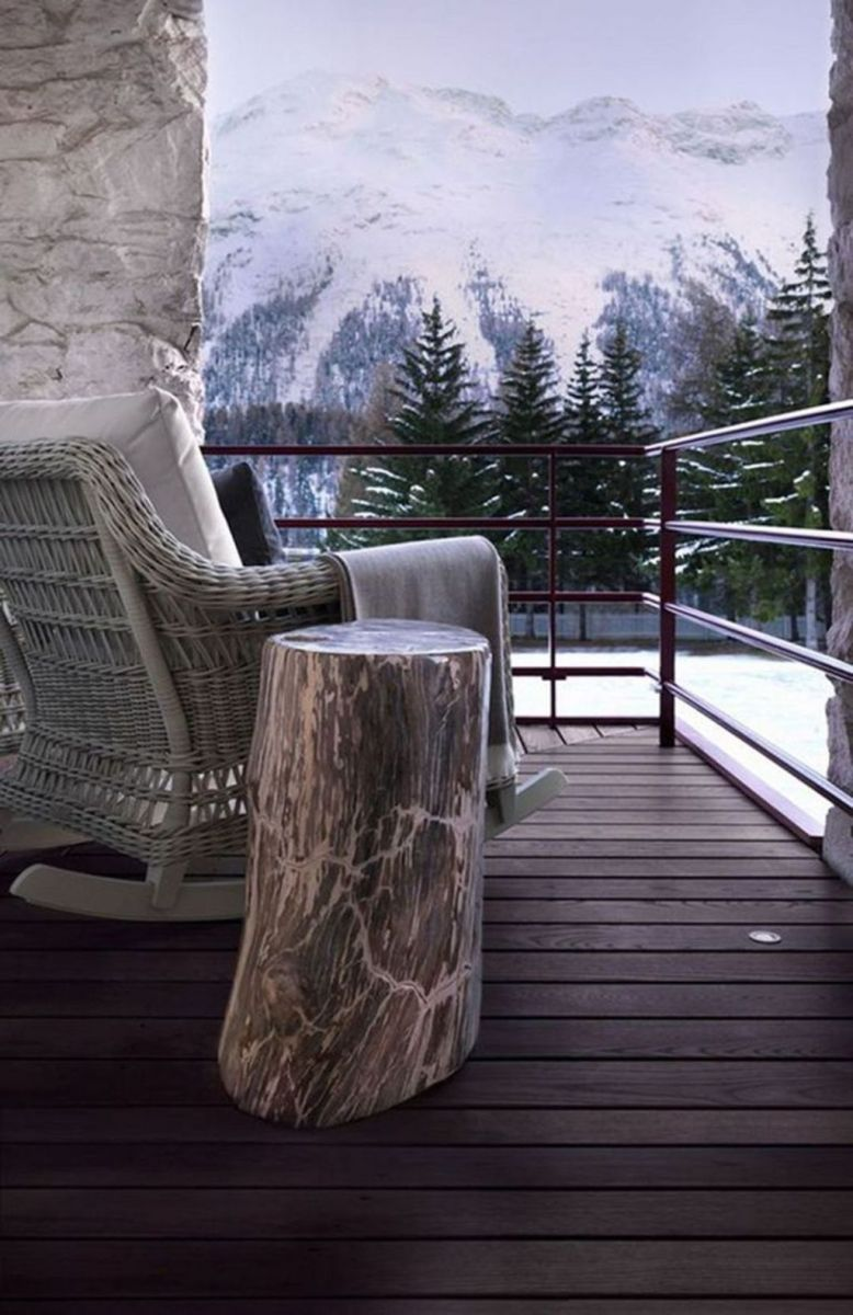 Stunning Winter Balcony Decorating Ideas 15